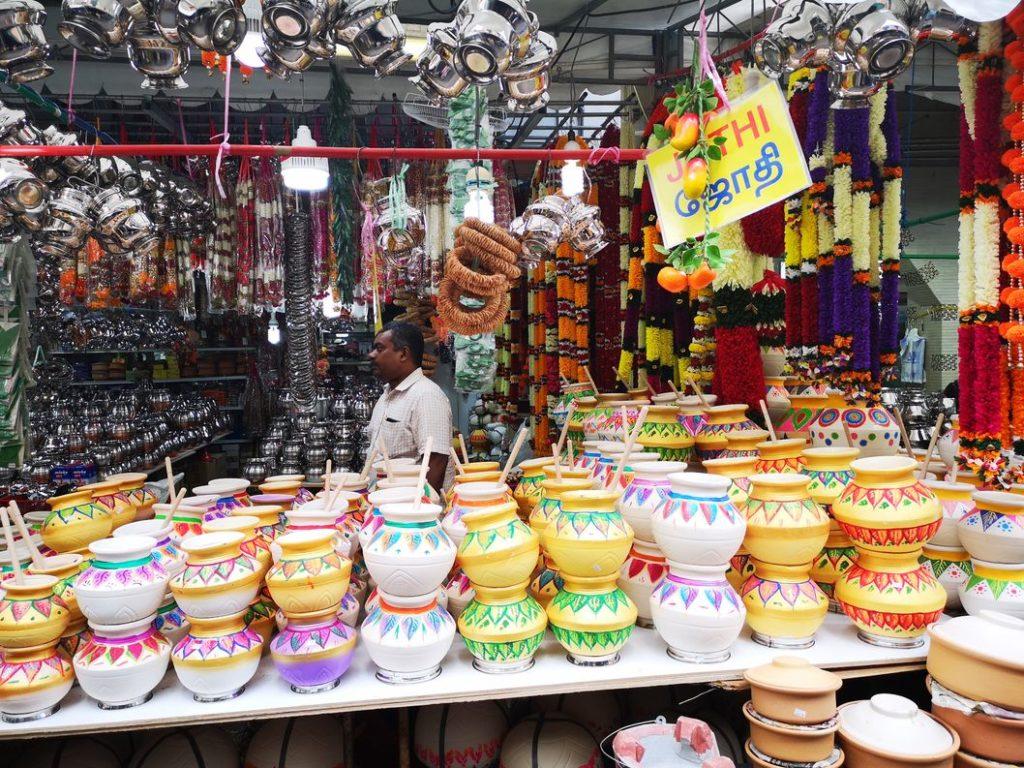 Un des nombreux marchants de Little India