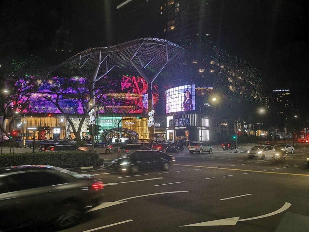 Un centre commercial sur Orchard Avenue