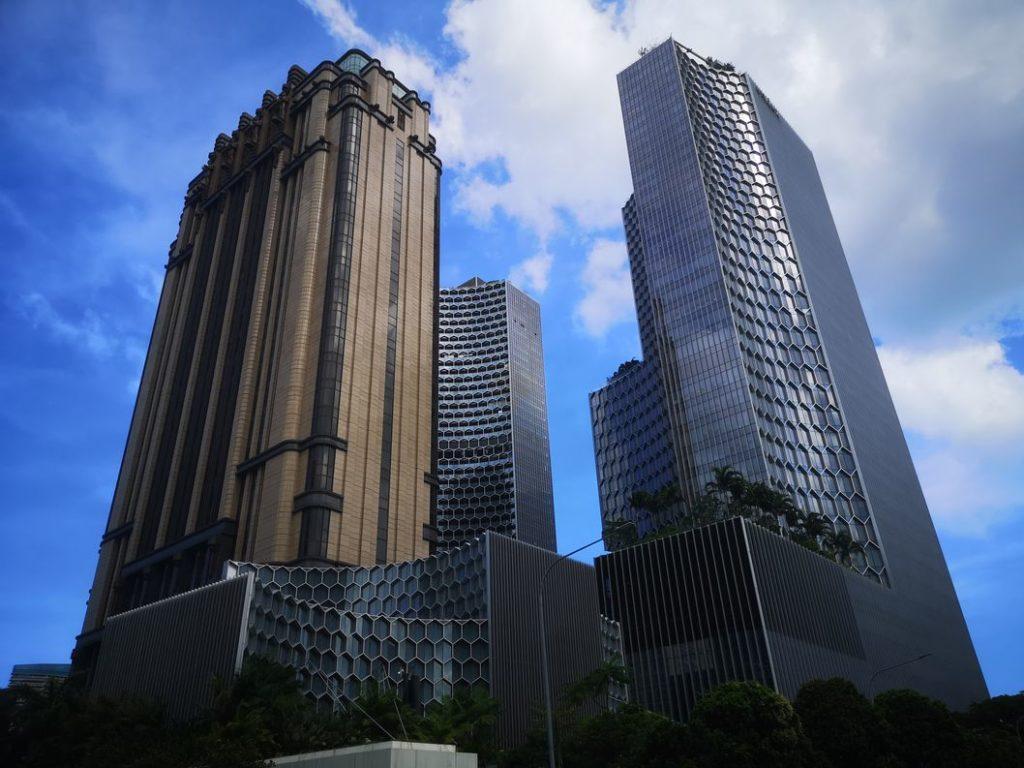 Encore une vue sur des buildings de Singapour
