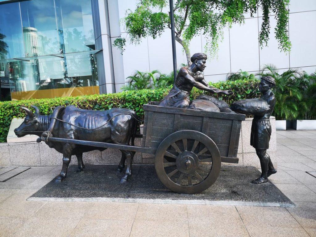 Statue sur le bord de la Singapore River, en hommage aux travailleurs immigrés des siècles derniers