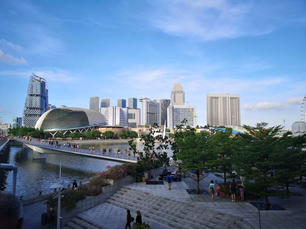 Buildings sur l'autre rive de la Singapore River
