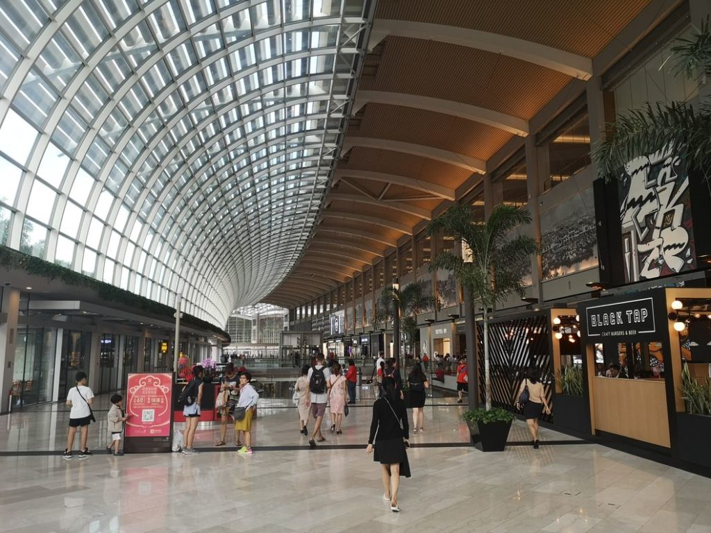 L'intérieur du Marina Bay Sands côté centre commercial