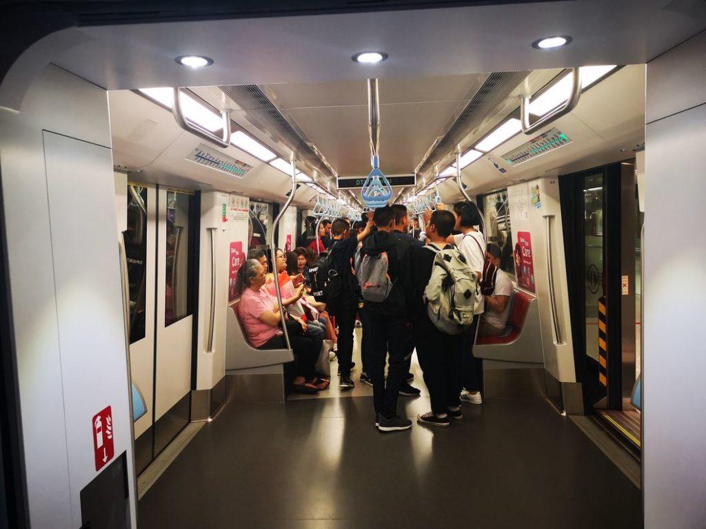 Le métro de Singapour: calme, propre et sécurisé