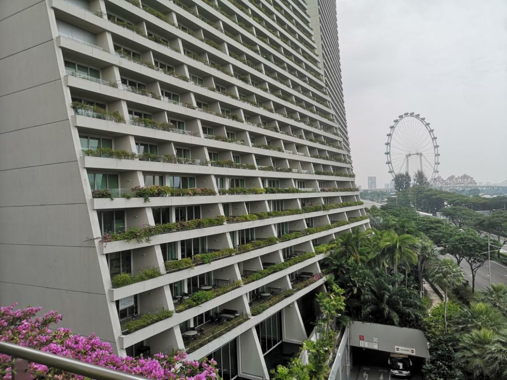 Vue de plus près du Marina Sands Bay Sands et des balcons de l'hôtel