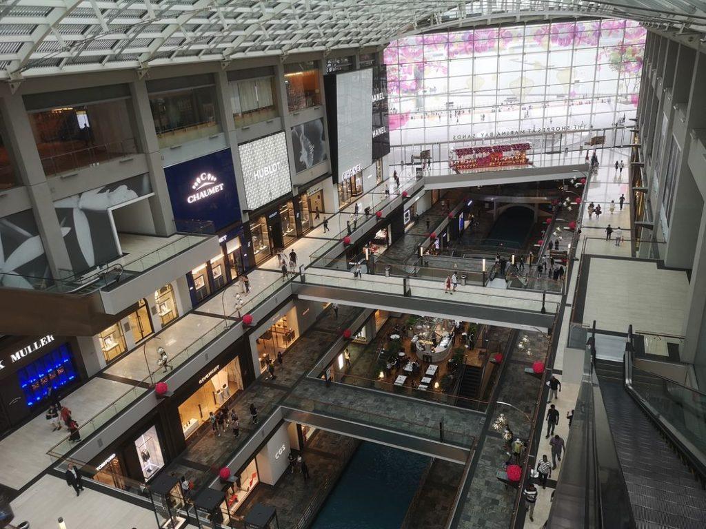 Intérieur du centre commercial du Marina Bay Sands